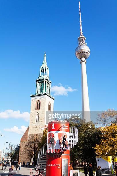 Alexanderplatz und Fernsehturm St. Mary's Church