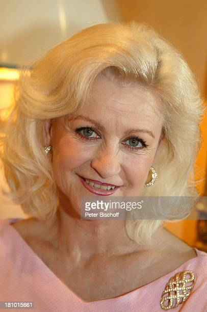 rosa kleid stock photos and pictures getty images