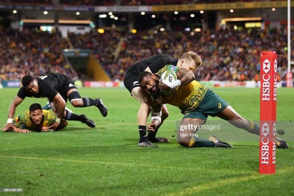 Marika Koroibete of the Wallabies beats Damian McKenzie of the All Blacks to score a try during the Bledisloe Cup match between the Australian Wallabies and the New Zealand All Blacks at Suncorp Stadium on October 21, 2017 in Brisbane, Australia.