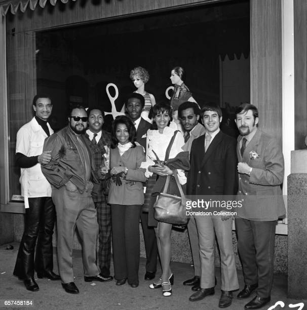 Marilyn McCoo Florence LaRue Billy Davis Jr LaMonte McLemore and Ron Townson of the vocal group '5th Dimension' visit Korvettte's Record Store on...