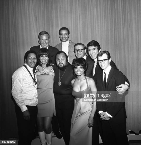 Marilyn McCoo Florence LaRue Billy Davis Jr LaMonte McLemore and Ron Townson of the vocal group '5th Dimension' pose at the Americana Hotel on May 14...