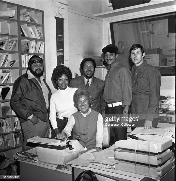 Marilyn McCoo Florence LaRue Billy Davis Jr LaMonte McLemore and Ron Townson of the vocal group '5th Dimension' visit radio station WNEW on October...