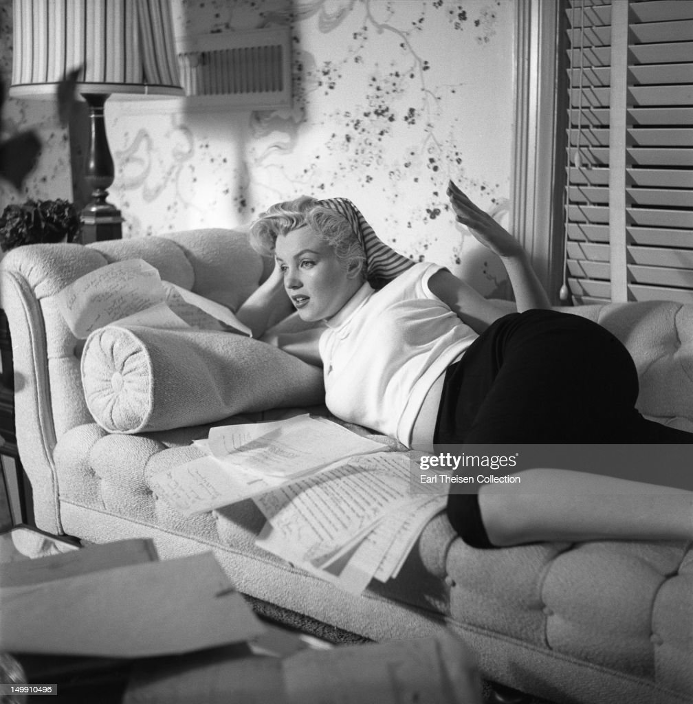 <a gi-track='captionPersonalityLinkClicked' href=/galleries/search?phrase=Marilyn+Monroe&family=editorial&specificpeople=70021 ng-click='$event.stopPropagation()'>Marilyn Monroe</a> poses for a portrait in her 20th Century-Fox dressing room on November 8, 1952 in Los Angeles, California.