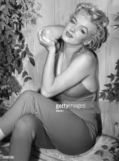 Marilyn Monroe relaxes in Palm Springs