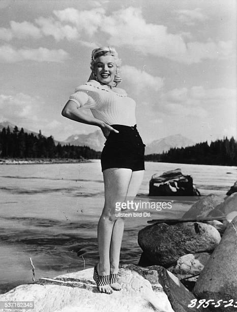 Marilyn MonroeMarilyn Monroe Schauspielerin USA an einem Bergsee 1954