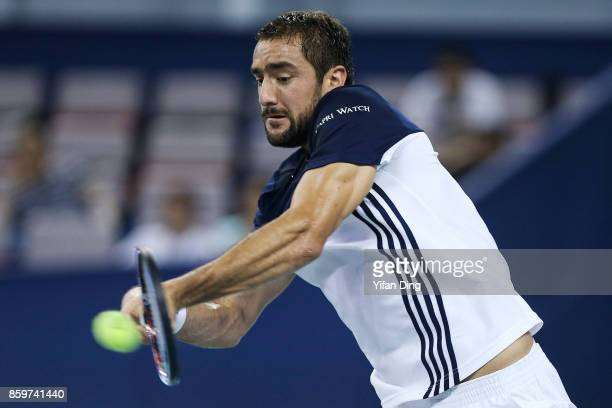 Marin Cilic of Croatia plays a backhand during the Men's singles match against Kyle Edmund of United Kingdom on day 3 of Shanghai Rolex Masters at Qi...