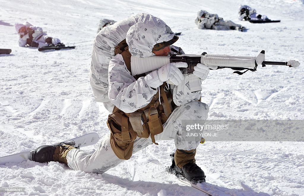 Marine takes aim during a joint winter drill in Pyeongchang, some 180 kilometers east of Seoul, on February 7, 2013. Marines from South Korea and the United States took part in a military winter drills, which began on February 4 and run through February 22, to test their limits in extreme conditions. AFP PHOTO / JUNG YEON-JE