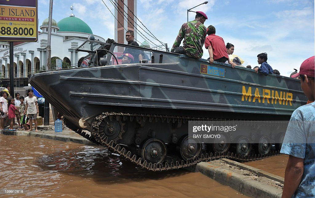 A marine vehicle drives through a flooded road to distribute relief goods in Jakarta on January 23, 2013 as some areas of the capital remains submerge by flood water. A spokesman for Indonesian National Disaster Mitigation Agency (BNPB) said more than 30,000 people were still living as evacuees on January 22, while 20 people were killed during the widespread flooding that hit Jakarta that has been going on for a week. AFP PHOTO / Bay ISMOYO