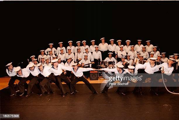 Marinechor der Schwarzmeerflotte aus derUkraine Tau ziehen DeutschlandtourneeBremen 'Stadthalle' Bühne Auftritt