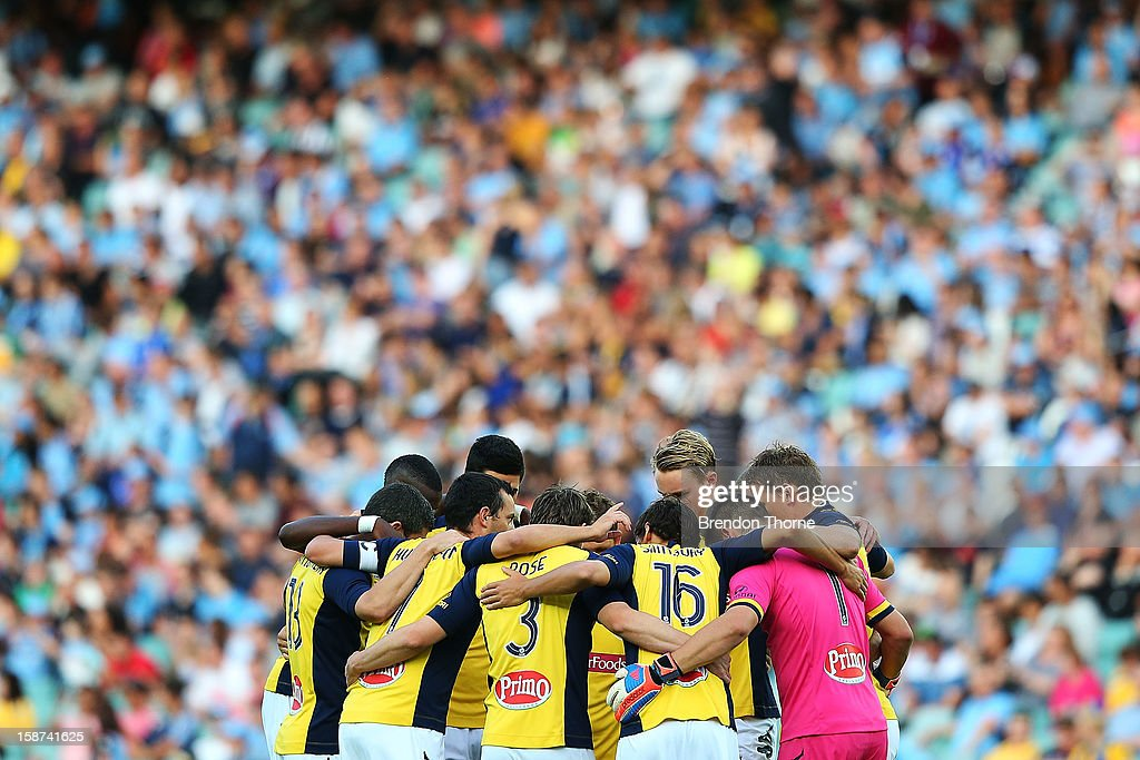 Mariners players form a huddle prior to kick off during the round 13 A-League match between Sydney FC and the Central Coast Mariners at Allianz Stadium on December 27, 2012 in Sydney, Australia.