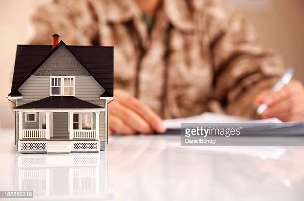 Marines Gli incaricati dello Uniformed Personel con documenti immobiliare