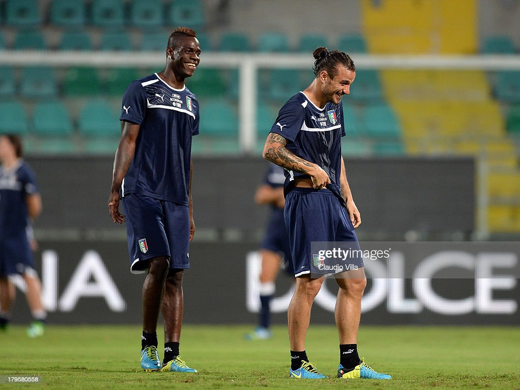 <a gi-track='captionPersonalityLinkClicked' href=/galleries/search?phrase=Mario+Balotelli&family=editorial&specificpeople=4940446 ng-click='$event.stopPropagation()'>Mario Balotelli</a> (L) and Pablo Osvaldo of Italy during a training session at Stadio Renzo Barbera on September 5, 2013 in Palermo, Italy.