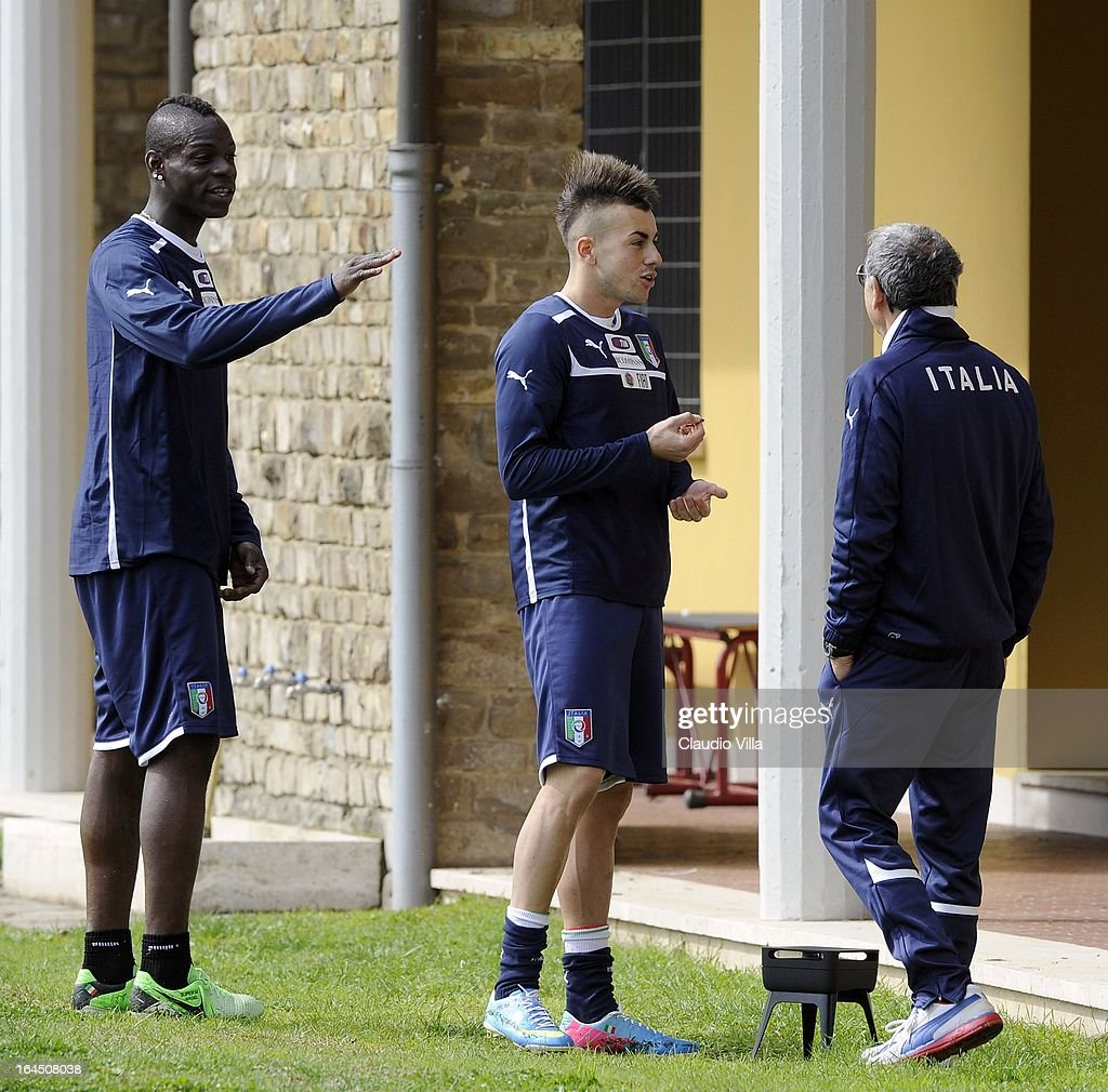 <a gi-track='captionPersonalityLinkClicked' href=/galleries/search?phrase=Mario+Balotelli&family=editorial&specificpeople=4940446 ng-click='$event.stopPropagation()'>Mario Balotelli</a> and <a gi-track='captionPersonalityLinkClicked' href=/galleries/search?phrase=Stephan+El+Shaarawy&family=editorial&specificpeople=7181554 ng-click='$event.stopPropagation()'>Stephan El Shaarawy</a> talk with Doctor Enrico Castellacci during a training session at Coverciano on March 24, 2013 in Florence, Italy.