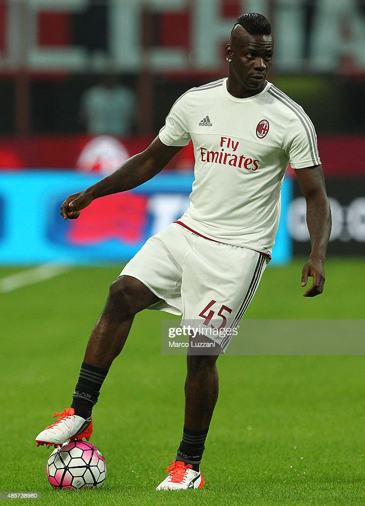 Mario Balotelli of AC Milan in action before the Serie A match between AC Milan and Empoli FC at Stadio Giuseppe Meazza on August 29, 2015 in Milan, Italy.