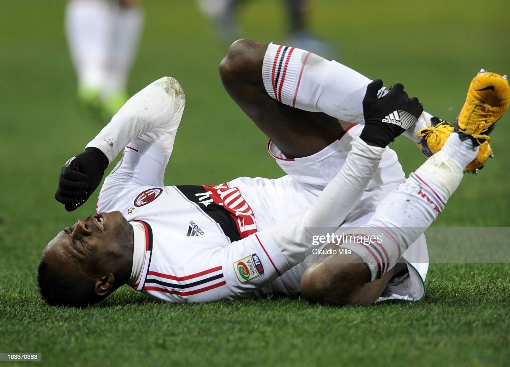 <a gi-track='captionPersonalityLinkClicked' href=/galleries/search?phrase=Mario+Balotelli&family=editorial&specificpeople=4940446 ng-click='$event.stopPropagation()'>Mario Balotelli</a> of AC Milan injured during the Serie A match between Genoa CFC and AC Milan at Stadio Luigi Ferraris on March 8, 2013 in Genoa, Italy.