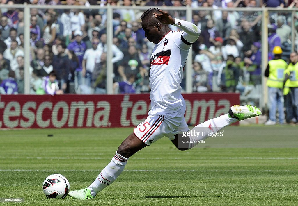 <a gi-track='captionPersonalityLinkClicked' href=/galleries/search?phrase=Mario+Balotelli&family=editorial&specificpeople=4940446 ng-click='$event.stopPropagation()'>Mario Balotelli</a> of AC Milan kicks the ball during the Serie A match between ACF Fiorentina and AC Milan at Stadio Artemio Franchi on April 7, 2013 in Florence, Italy.