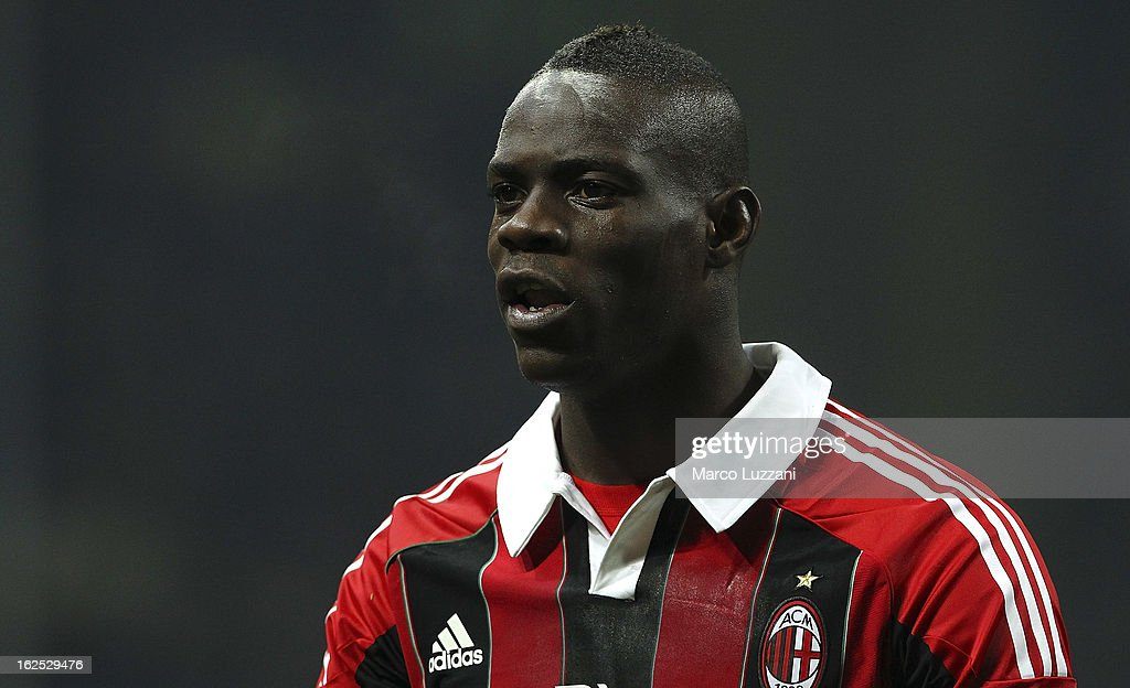 Mario Balotelli of AC Milan looks on during the Serie A match FC Internazionale Milano and AC Milan at San Siro Stadium on February 24, 2013 in Milan, Italy.