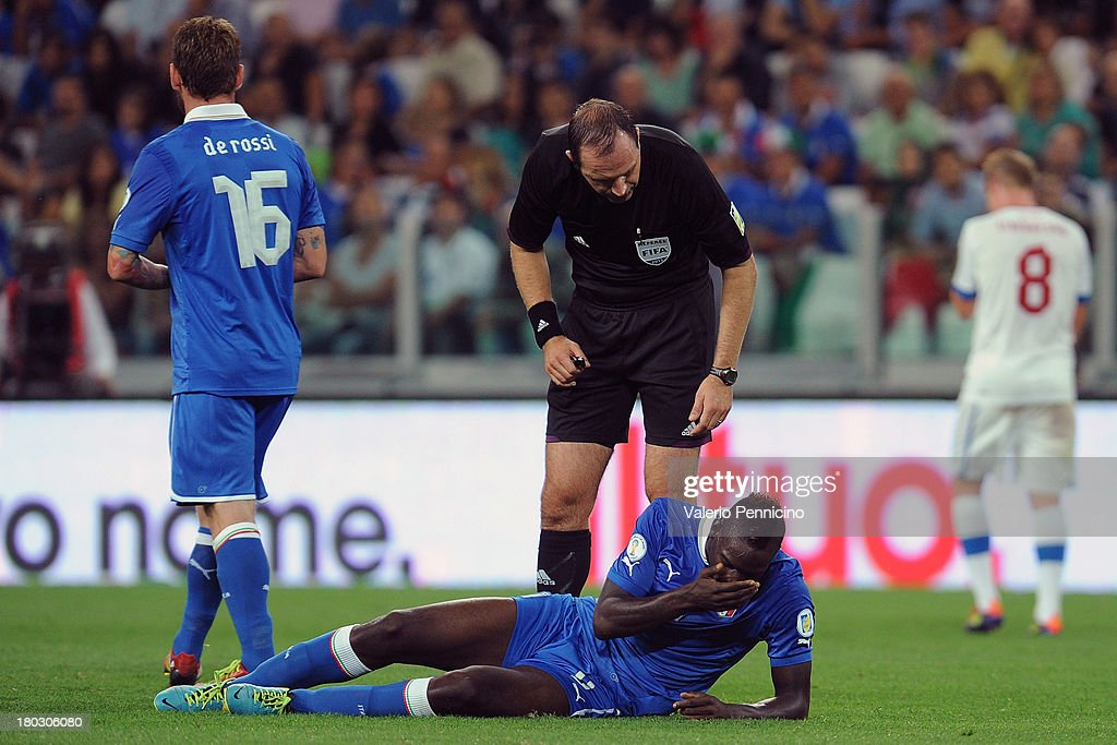<a gi-track='captionPersonalityLinkClicked' href=/galleries/search?phrase=Mario+Balotelli&family=editorial&specificpeople=4940446 ng-click='$event.stopPropagation()'>Mario Balotelli</a> of Italy and referee Jonas Eriksson during the FIFA 2014 World Cup Qualifier group B match between Italy and Czech Republic at Juventus Arena on September 10, 2013 in Turin, Italy.