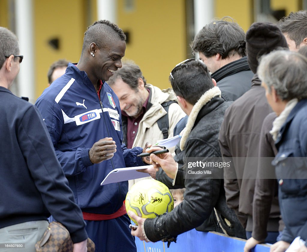 <a gi-track='captionPersonalityLinkClicked' href=/galleries/search?phrase=Mario+Balotelli&family=editorial&specificpeople=4940446 ng-click='$event.stopPropagation()'>Mario Balotelli</a> of Italy signs autographs for fans during a training session at Coverciano on March 24, 2013 in Florence, Italy.