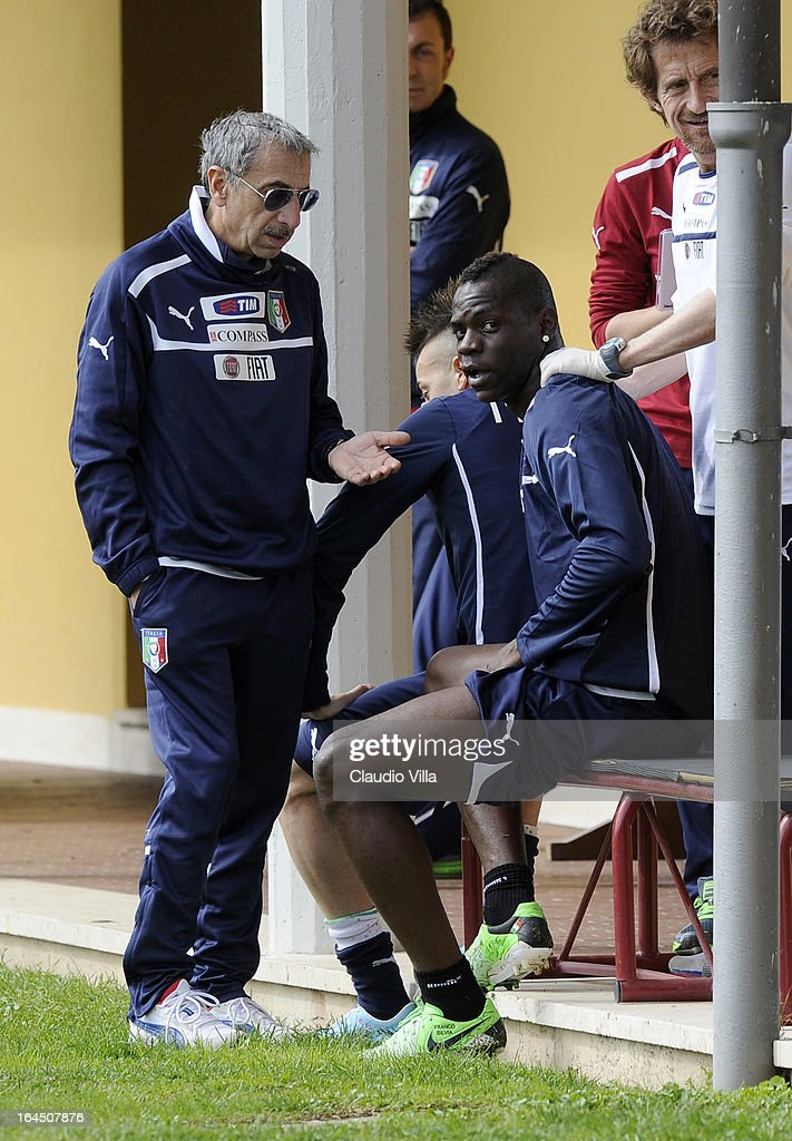 <a gi-track='captionPersonalityLinkClicked' href=/galleries/search?phrase=Mario+Balotelli&family=editorial&specificpeople=4940446 ng-click='$event.stopPropagation()'>Mario Balotelli</a> (R) of Italy talks with Doctor Enrico Castellacci during a training session at Coverciano on March 24, 2013 in Florence, Italy.