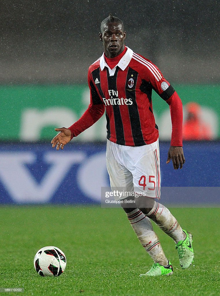 Mario Balotelli of Milan in action during the Serie A match between AC Chievo Verona and AC Milan at Stadio Marc'Antonio Bentegodi on March 30, 2013 in Verona, Italy.