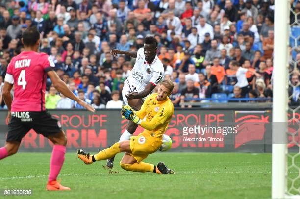 Mario Balotelli of Nice and Benjamin Lecomte of Montpellier during the Ligue 1 match between Montpellier Herault SC and OGC Nice at Stade de la...