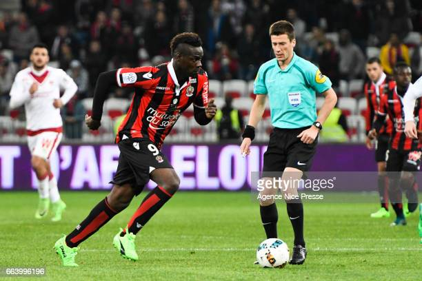 Mario Balotelli of Nice and referee Benoit Bastien during the French Ligue 1 match between Nice and Bordeaux at Allianz Rivera on April 2 2017 in...