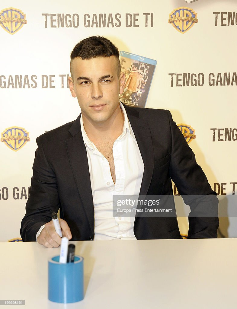 <a gi-track='captionPersonalityLinkClicked' href=/galleries/search?phrase=Mario+Casas&family=editorial&specificpeople=4617963 ng-click='$event.stopPropagation()'>Mario Casas</a> signs copies of dvd of his last film 'Tengo ganas de ti' at El Corte Ingles Store on November 16, 2012 in Madrid, Spain.