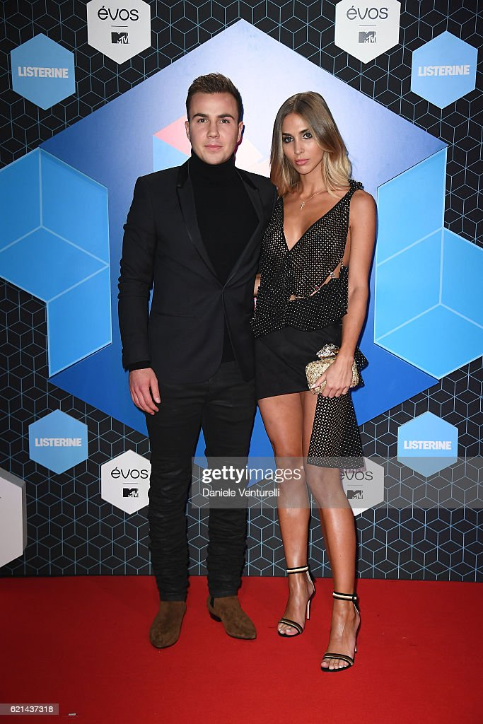 mario-goetze-and-annkathrin-broemmel-attend-the-mtv-europe-music-on-picture-id621437318