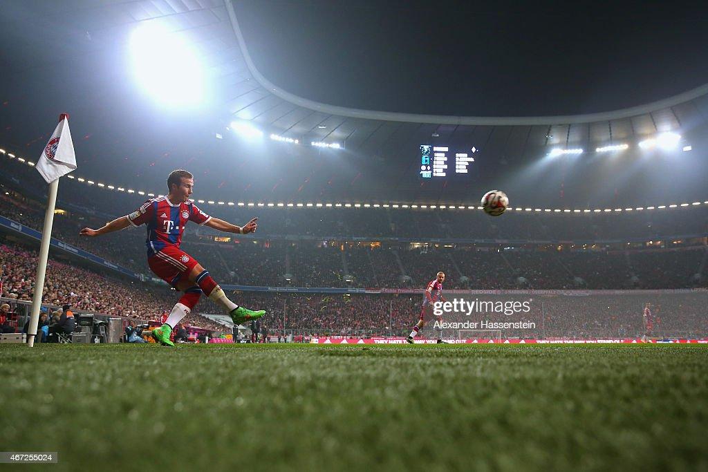 Mario Goetze of Muenchen kicks a corner during the Bundesliga match between FC Bayern Muenchen and Borussia Moenchengladbach at Allianz Arena on...