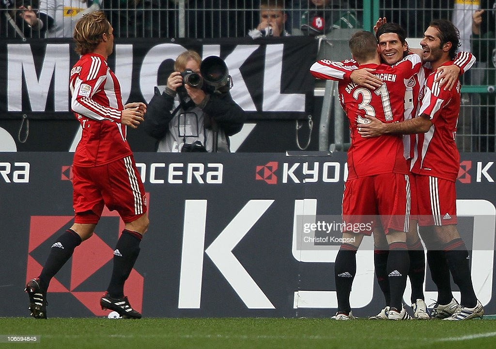 <a gi-track='captionPersonalityLinkClicked' href=/galleries/search?phrase=Mario+Gomez+-+Calciatore&family=editorial&specificpeople=635161 ng-click='$event.stopPropagation()'>Mario Gomez</a> (2nd R) celebrates the first goal with <a gi-track='captionPersonalityLinkClicked' href=/galleries/search?phrase=Hamit+Altintop&family=editorial&specificpeople=597992 ng-click='$event.stopPropagation()'>Hamit Altintop</a> (R) and <a gi-track='captionPersonalityLinkClicked' href=/galleries/search?phrase=Bastian+Schweinsteiger&family=editorial&specificpeople=203122 ng-click='$event.stopPropagation()'>Bastian Schweinsteiger</a> (2nd L) during the Bundesliga match between Borussia Moenchengladbach and FC Bayern Muenchen at Borussia Park on November 6, 2010 in Moenchengladbach, Germany.
