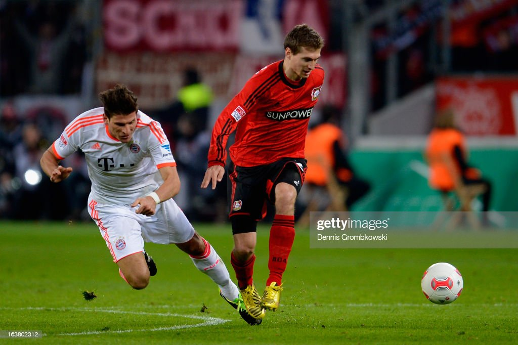 <a gi-track='captionPersonalityLinkClicked' href=/galleries/search?phrase=Mario+Gomez+-+Soccer+Player&family=editorial&specificpeople=635161 ng-click='$event.stopPropagation()'>Mario Gomez</a> of Bayern and <a gi-track='captionPersonalityLinkClicked' href=/galleries/search?phrase=Daniel+Schwaab&family=editorial&specificpeople=686549 ng-click='$event.stopPropagation()'>Daniel Schwaab</a> of Leverkusen battle for the ball during the Bundesliga match between Bayer 04 Leverkusen and FC Bayern Muenchen at BayArena on March 16, 2013 in Leverkusen, Germany.