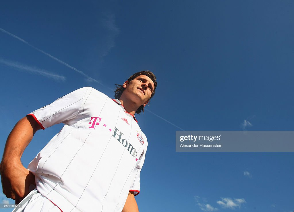 Mario Gomez of Bayern Muenchen arrives for a training session at the Anton Mall stadium at day three of the FC Bayern Muenchen training camp on July 20, 2009 in Donaueschingen, Germany.