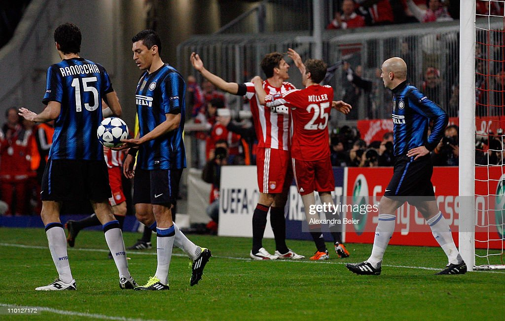 Mario Gomez (3rdR) of Bayern Muenchen celebrates his first goal with teammate Thomas Mueller (2ndR) as Andrea Ranocchia (L), Lucio (2ndL) and Esteban Cambiasso of Inter Milan react during the UEFA Champions League round of 16 second leg match between FC Bayern Muenchen and Inter Milan at Allianz Arena on March 15, 2011 in Munich, Germany.