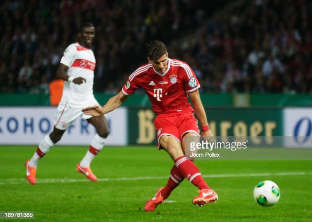 Mario Gomez of Bayern Muenchen scores their third goal during the DFB Cup Final match between FC Bayern Muenchen and VfB Stuttgart at Olympiastadion...