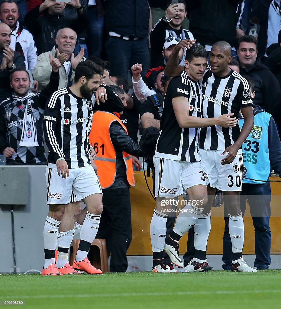 Mario Gomez (2nd R) of Besiktas celebrates with teammates after scoring a goal during the Turkish Super Toto Super Lig football match between Besiktas and Kayserispor at Vodafone Arena in Istanbul, Turkey on April 30, 2016.