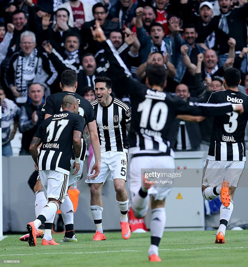 Mario Gomez (C) of Besiktas celebrates with teammates after scoring a goal during the Turkish Super Toto Super Lig football match between Besiktas and Kayserispor at Vodafone Arena in Istanbul, Turkey on April 30, 2016.