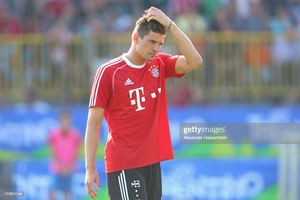<a gi-track='captionPersonalityLinkClicked' href=/galleries/search?phrase=Mario+Gomez+-+Voetballer&family=editorial&specificpeople=635161 ng-click='$event.stopPropagation()'>Mario Gomez</a> of FC Bayern Muenchen reacts during a training session at Campo Sportivo on July 4, 2013 in Arco, Italy.