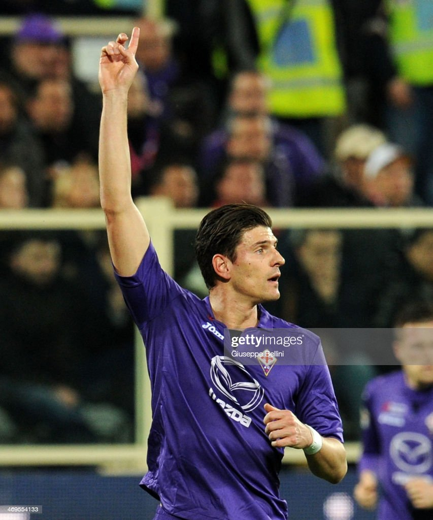 <a gi-track='captionPersonalityLinkClicked' href=/galleries/search?phrase=Mario+Gomez+-+Soccer+Player&family=editorial&specificpeople=635161 ng-click='$event.stopPropagation()'>Mario Gomez</a> of Fiorentina during the Serie A match between ACF Fiorentina and FC Internazionale Milano at Stadio Artemio Franchi on February 15, 2014 in Florence, Italy.