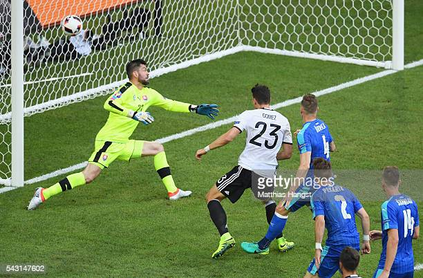 Mario Gomez of Germany scores his team's second goal during the UEFA EURO 2016 round of 16 match between Germany and Slovakia at Stade PierreMauroy...