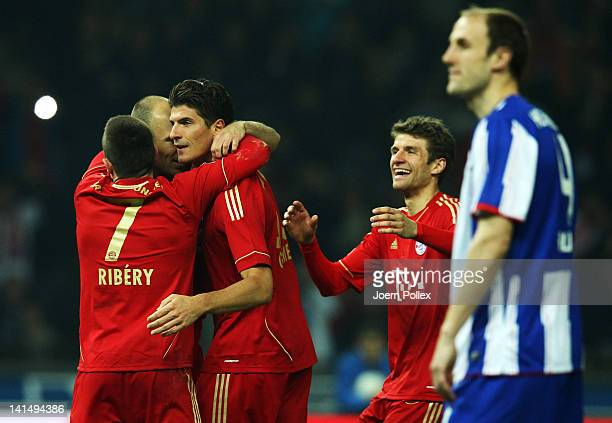 Mario Gomez of Muenchen celebrates with his team mates after scoring his team's fourth goal during the Bundesliga match between Hertha BSC Berlin and...