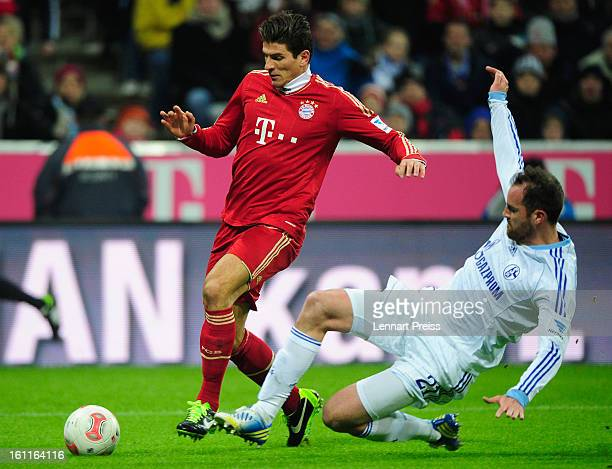 Mario Gomez of Muenchen challenges Christoph Metzelder of Schalke during the Bundesliga match between FC Bayern Muenchen and FC Schalke 04 at Allianz...