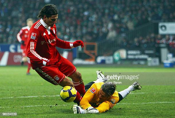 Mario Gomez of Muenchen is challenged by goalkeeper Tim Wiese of Bremen during the Bundesliga match between SV Werder Bremen and FC Bayern Muenchen...