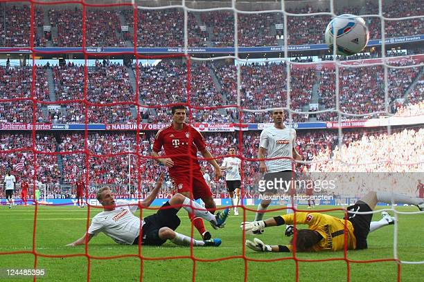 Mario Gomez of Muenchen scores the 4th team goal during the Bundesliga match between FC Bayern Muenchen and SC Freiburg at Allianz Arena on September...