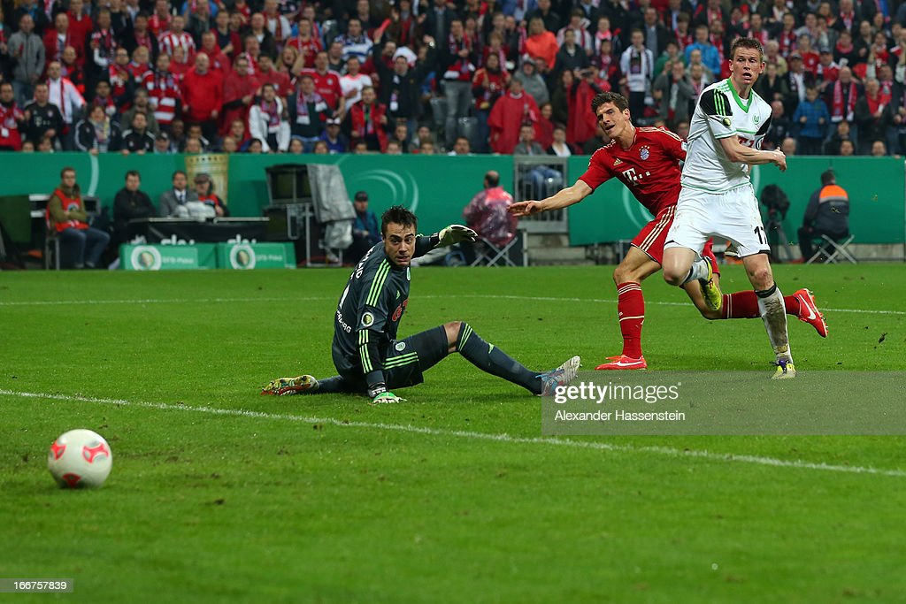 Mario Gomez (C) of Muenchen scores the 5th team goal against Alexander Madlung of Wolfsburg and his keeoer Diego Benaglio during the DFB Cup Semi Final match between Bayern Muenchen and VfL Wolfsburg at Allianz Arena on April 16, 2013 in Munich, Germany.