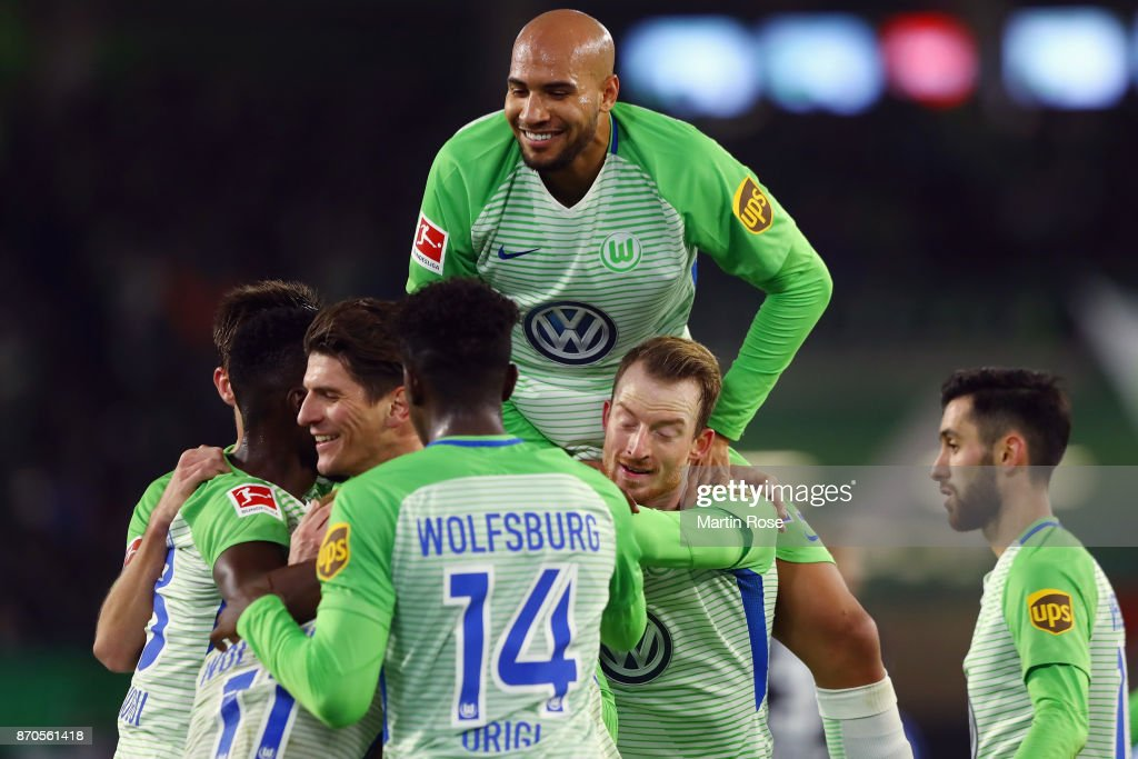 Mario Gomez of Wolfsburg celebrates his team's second goal with team mates during the Bundesliga match between VfL Wolfsburg and Hertha BSC at Volkswagen Arena on November 5, 2017 in Wolfsburg, Germany.