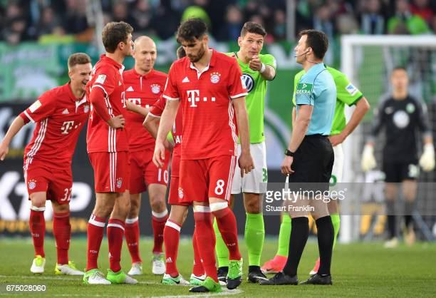 Mario Gomez of Wolfsburg gestures to Referee Felix Zwayer during the Bundesliga match between VfL Wolfsburg and Bayern Muenchen at Volkswagen Arena...