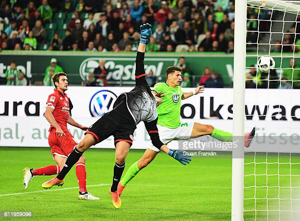 Mario Gomez of Wolfsburg misses a chance during the Bundesliga match between VfL Wolfsburg and 1 FSV Mainz 05 at Volkswagen Arena on October 2 2016...