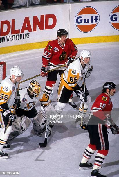 Mario Lemieux goalie Tom Barrasso and Larry Murphy of the Pittsburgh Penguins defend the net against Jeremy Roenick and Michel Goulet of the Chicago...