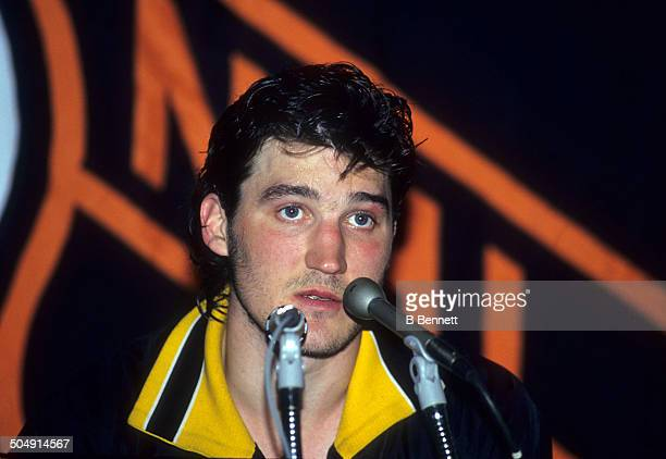 Mario Lemieux of the Pittsburgh Penguins holds a press conference on coming back from Hodgkin's Lymphoma on March 2 1993 at the Spectrum in...